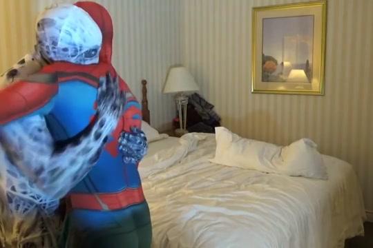 spiderman is taken advantage of by his enemy, arachnophobia Beautiful black girls sucking white cock