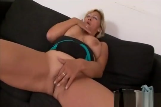 Granny Sarah Takes Long Black Schlong From Behind New milf hunter