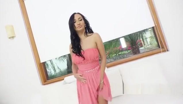 Lara Onyx interracial dp