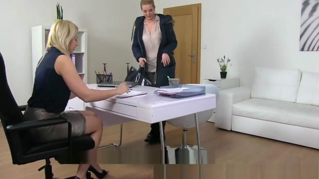 Natural busty curvy blonde enjoys first lesbian casting Amateur cocksucker latina milf self facial