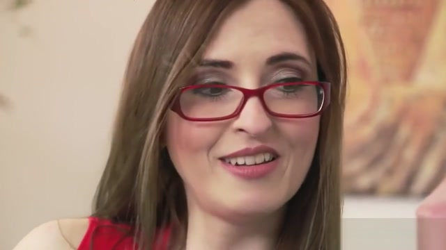 Sexy Mature Brunette With Glasses
