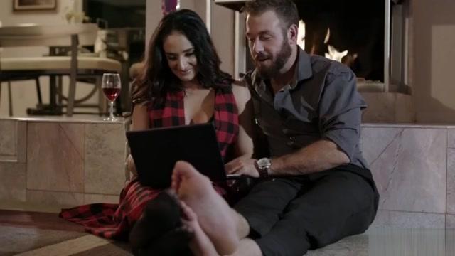 Sheena Ryder enjoys passionate sex in stockings