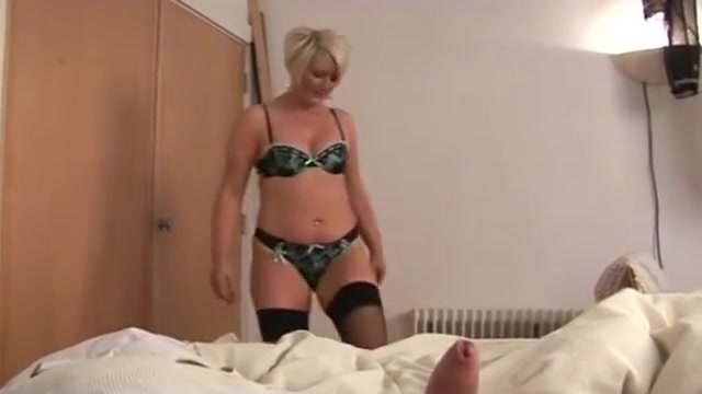Mature bimbo ruling over a cock POV free adult video games online