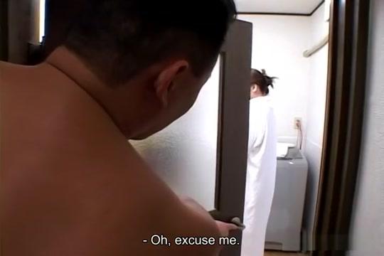Maria Yuuki has a bath and hot sex