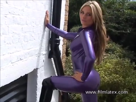 Kinky blonde Carlas outdoor latex fetish and rubber bodysuit on posing glamour softcore babe in high heels and nylon Milf fucked hard porn