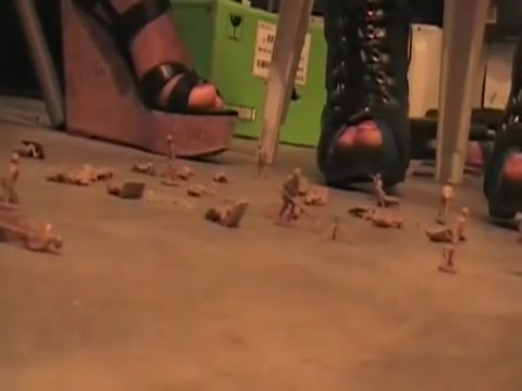 Giantess Heels vs. Army Men Women willing to fuck in Munich