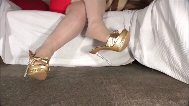 Dangling With Golden Mules Redhead double penetration