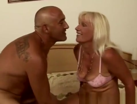 Granny Mamie loves to fuck Couch co-op