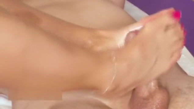 Deutsche Milf gibt Footjob Anime incest xxx gif