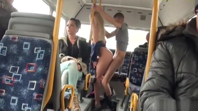 you never see this on the bus in chicago Long tongue girls sucking dick