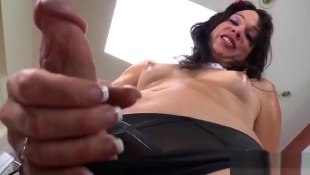 TS Gina Hart Enjoys Toyfucking Her Butt