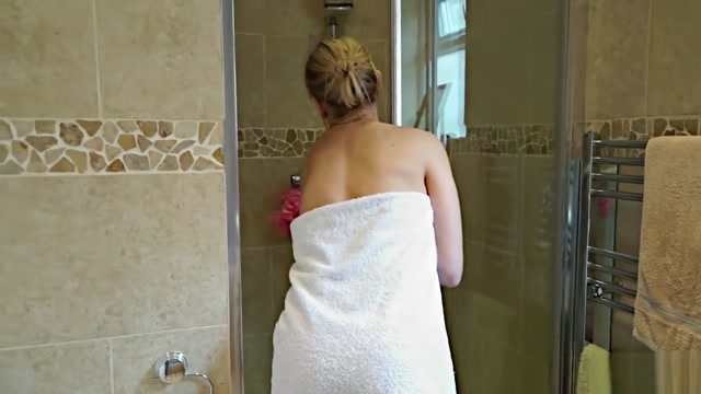 Brit Slut MILF Kate Aveiro (aka Kerry Atkin) masturbates in the shower Hidden camera real alien human girl sex videos