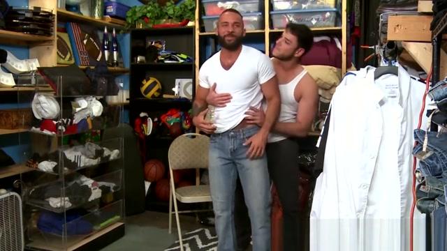 Rego Bello thrusts his cock in Fernando Del Rios asshole Shemale fuck tanny