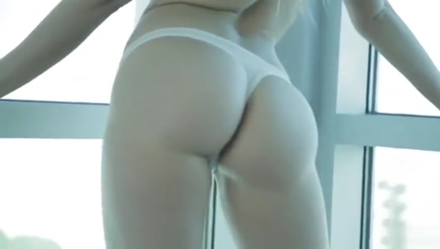 Mia Malkova shows off her perfect 36 inch booty before banging