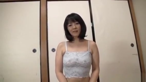 Lusy Japanese Mature Gives Warm Blowjob Sexy short hair asian women