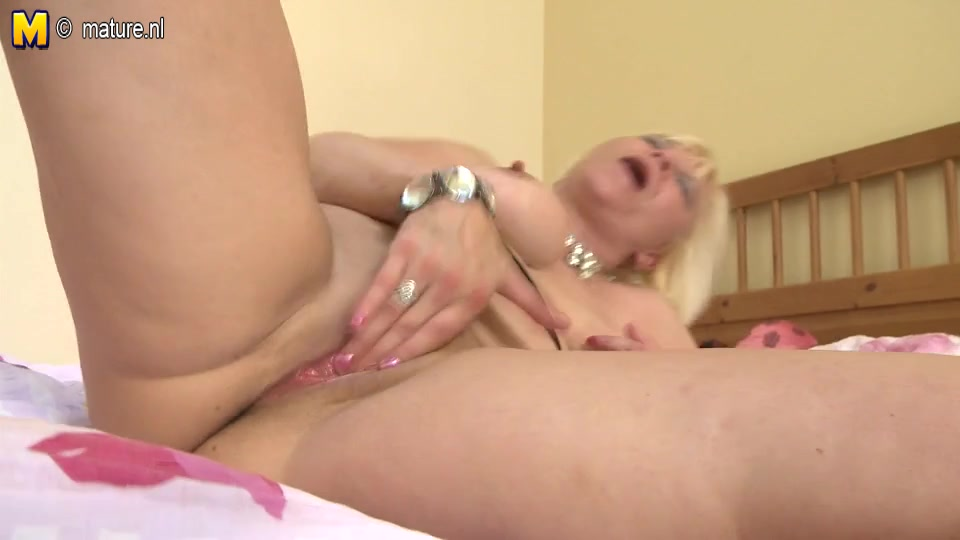Old dilettante mommy squirting like a pro Sex g string porn pics