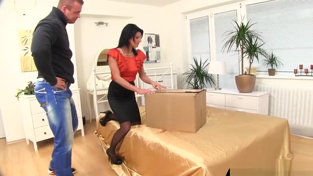 Guy Delivers Golden Shower In A Box free blue movie clips