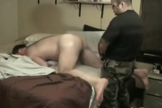 MILITARY BEARS RAW DOGGIN backroom casting couch midget