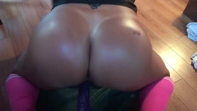 Booty dildo bounce