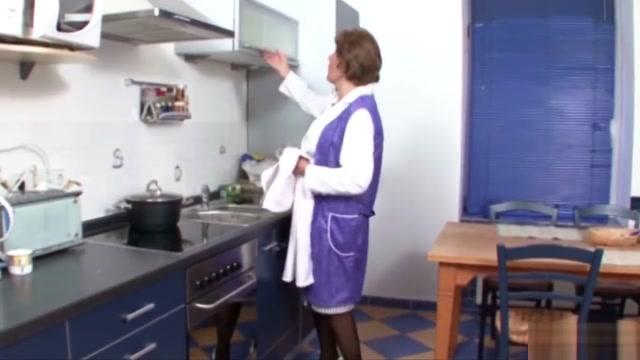 Deutsche Oma wird vom Nachbar in ihrer Kuche gefickt Women riding dick porn