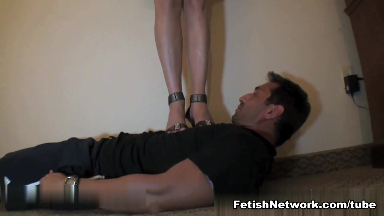 Brunette BDSM queen loves her slave Sexcontact ebony