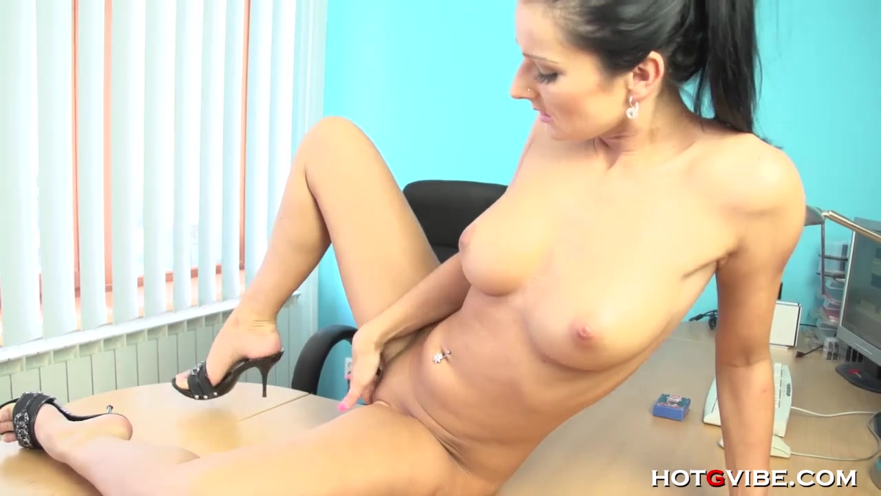 Vanessa Masturbates at Work Gif nude images