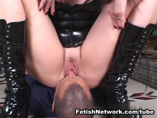 EliteSmothering Video: Sienna unleashed gays sucking cock photos