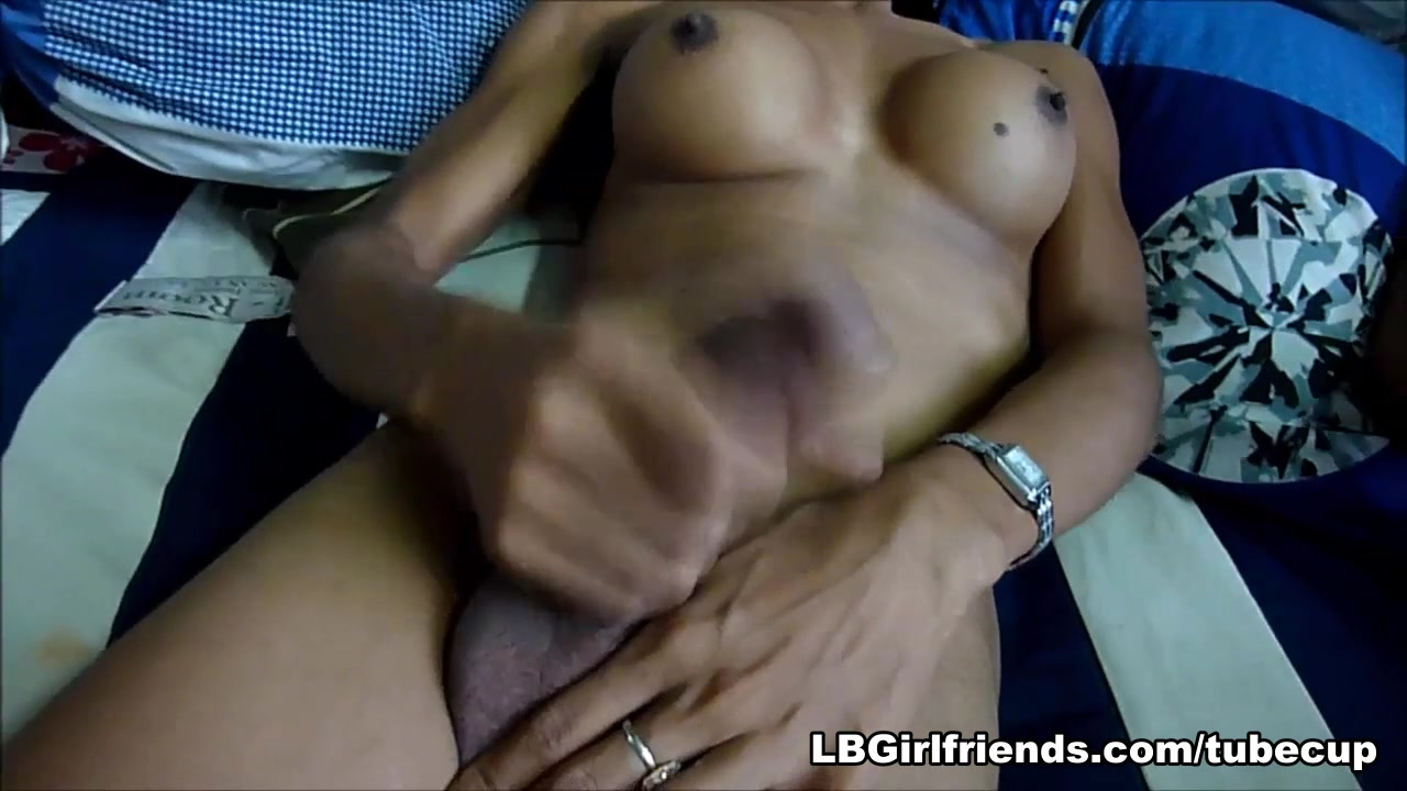 Nong and JeeJee - price is right models naked