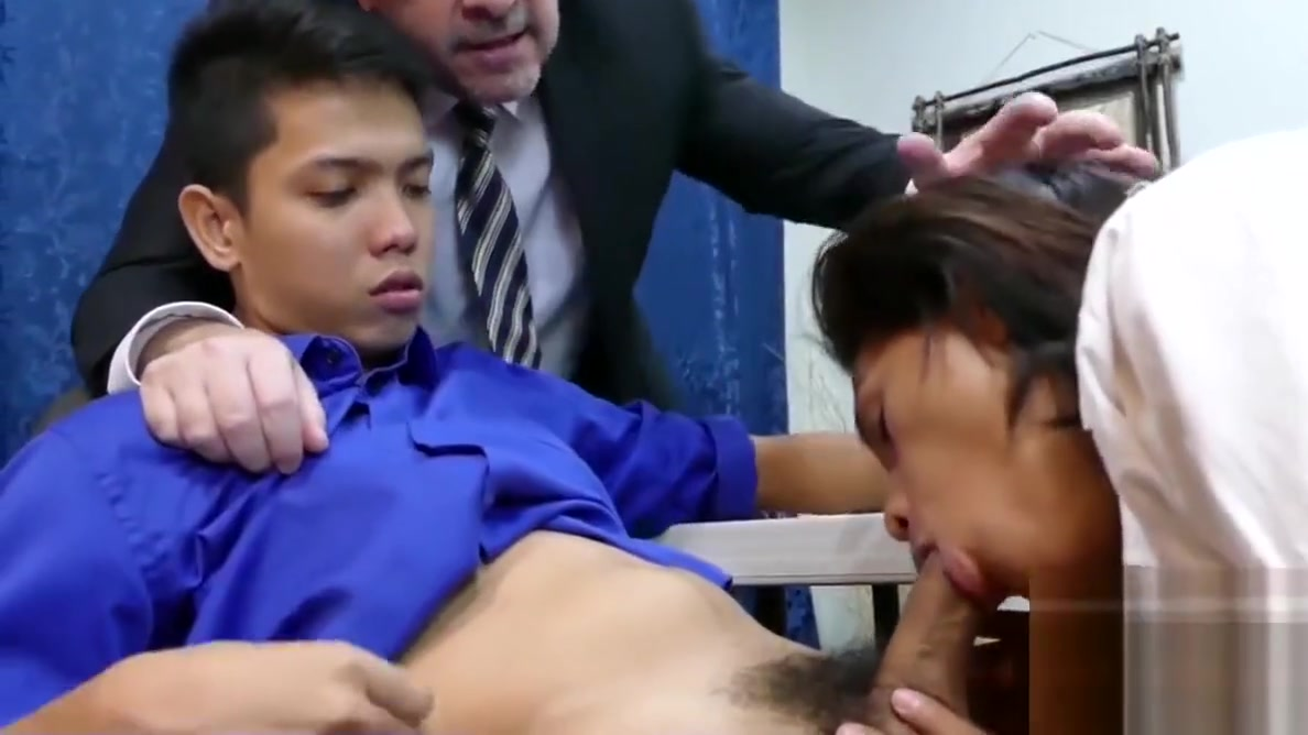 Daddy has threesome with Asian twinks Arjo and Russel Lezzies in classroom