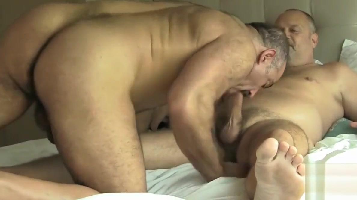 Two Hot Daddy Bears Gay Sex Femmes fontaines et heureuses de l etre