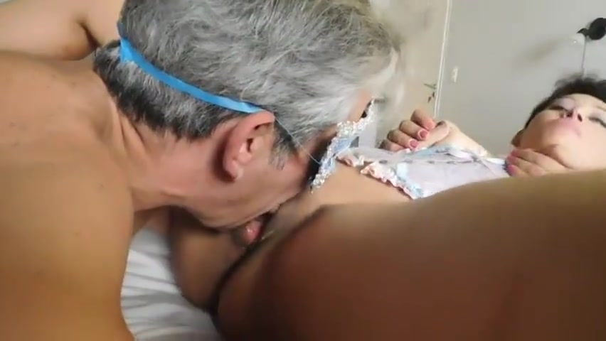 PERLA SE FOLLA AL HERMANO DE VISITA EN ARGENTINA moms black silk stocking porn videos