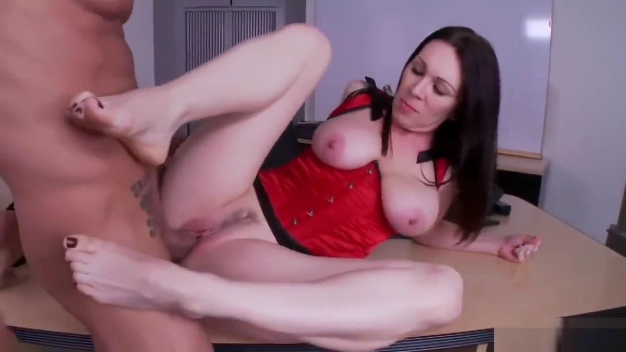 Milf Got Sexy Feet Meaty booty