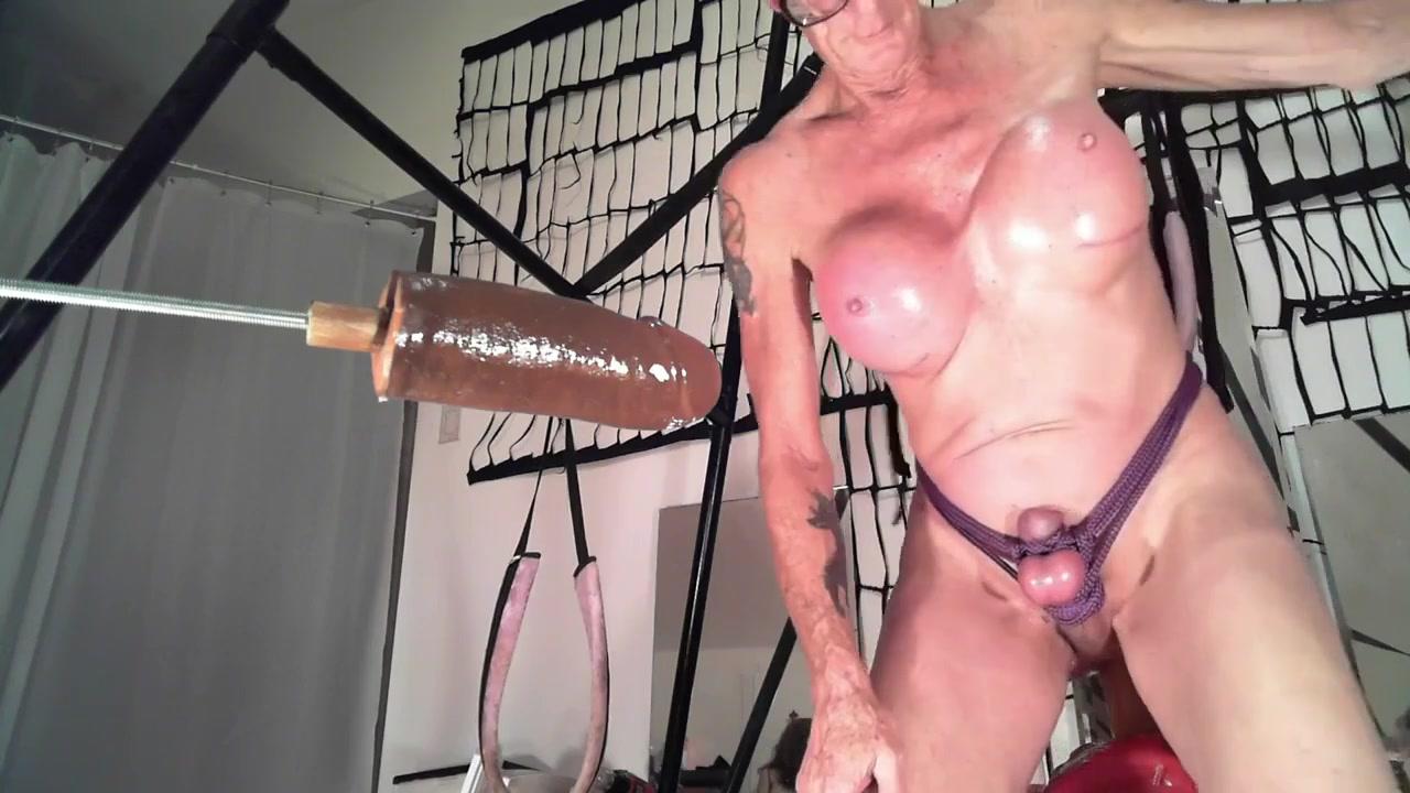 fucking machine an one dildo 1 Puta lesbiana