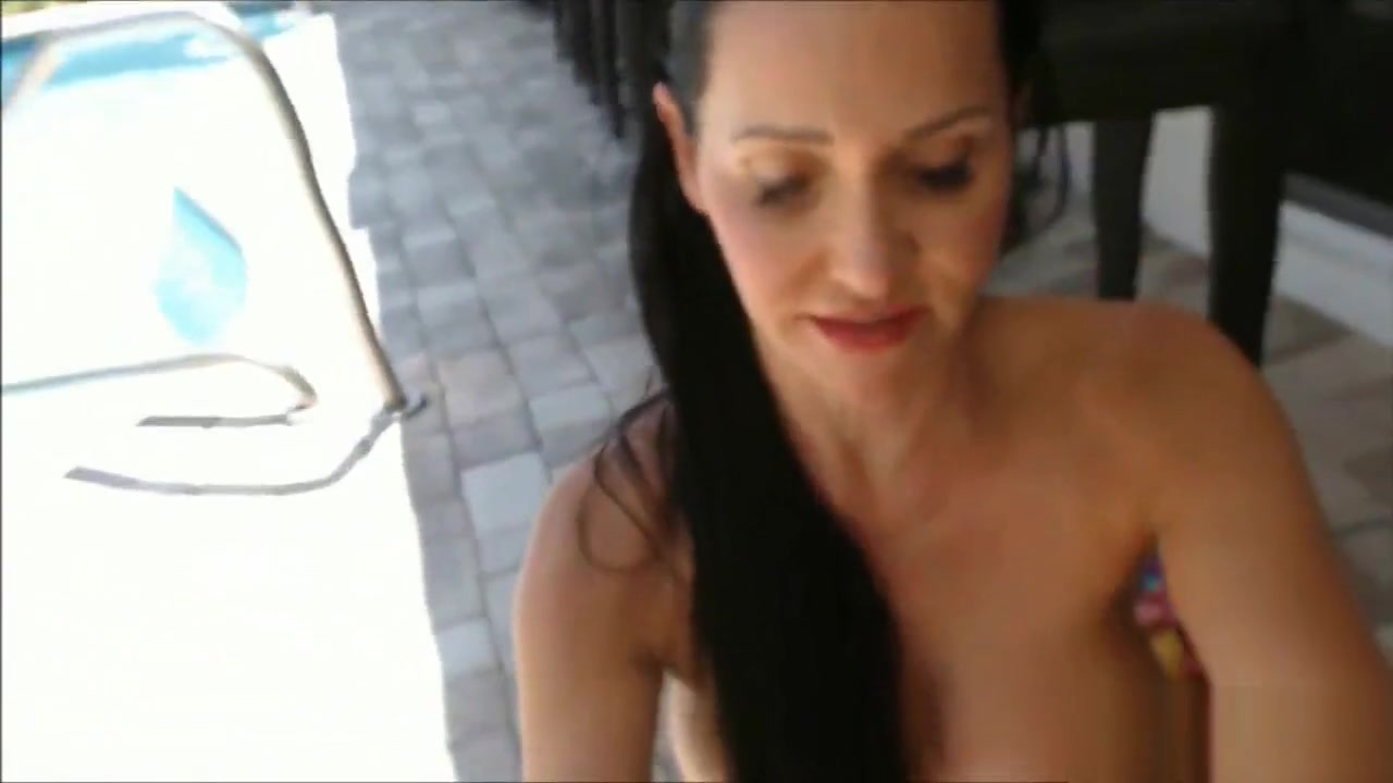 Fitness Model with Big Wet Tits Playing by the Pool King of the hill peggy hentai