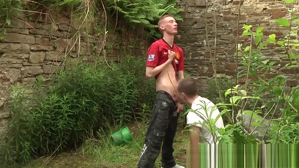 Cute twinks Nathan and Ashton having hard outdoor anal sex Cum sharing with wife