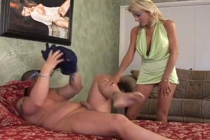 Sexy Milf Takes A Sticky Load Of Jizz To The Face