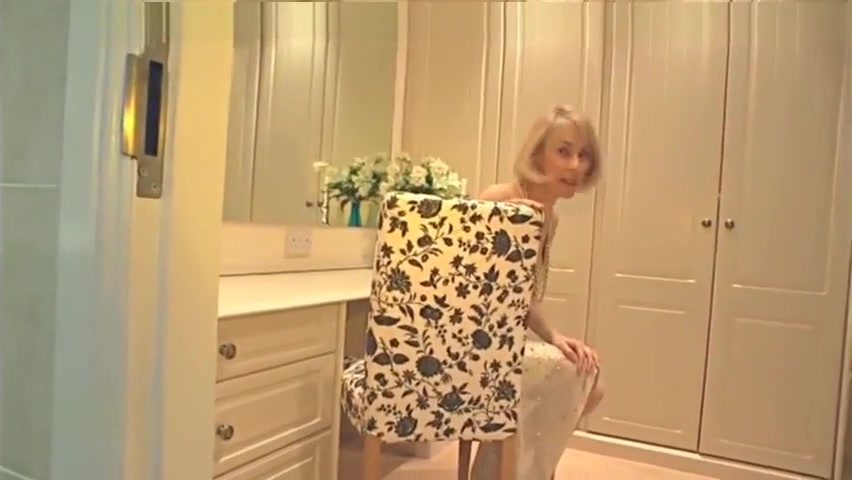 Vivien Goodman - Goldilocks - British Liverpool mom big dick hidden cam