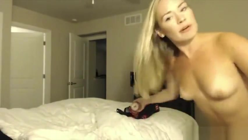 Im on cam talking like its just you and me Sex photos men sucking tits