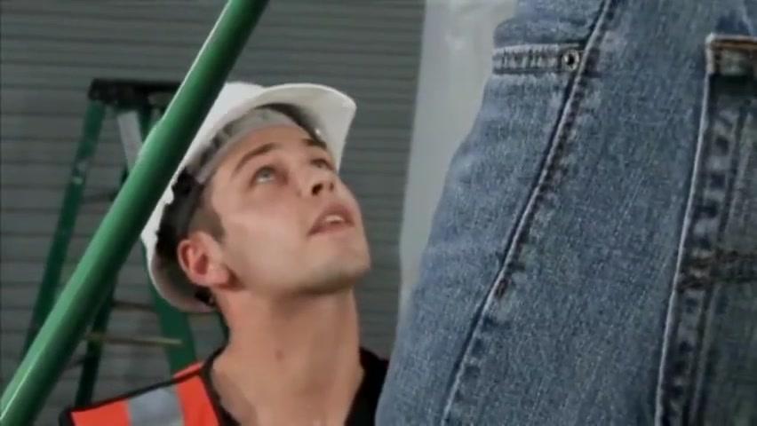 Ouvrier sort sa bite devant un coll??gue qui veut partouzer Poorn pics