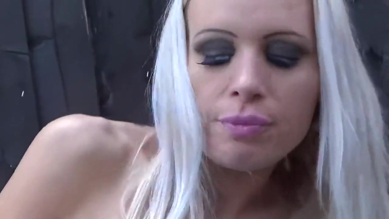 British slut Sophie Anderson gangbanged outdoors