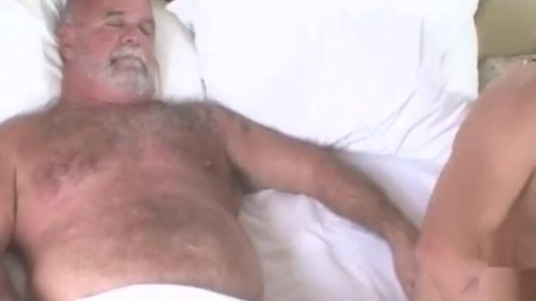 Jovem e velho na cama com paixã o videos porno online brazil