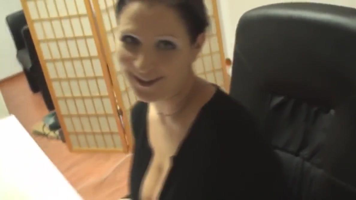 Geile MILF fingert sich am Schreibtisch ab Pale small tits asian porn