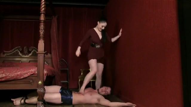 Strict mistress domeneruet over his slave Lesbianas mexicanas