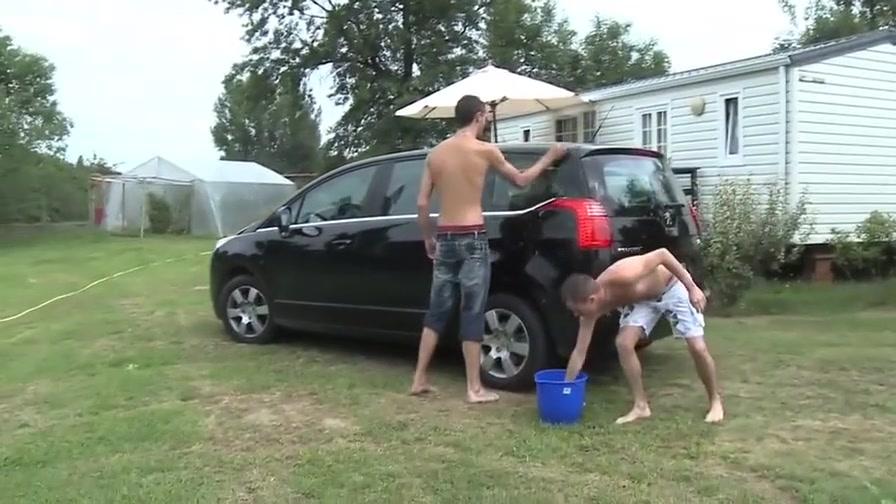 Lavage de voiture Car wash sexy footjob free vieos