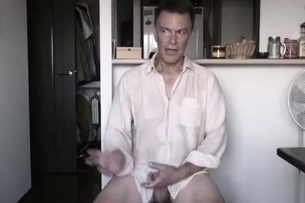 Summertime Semi-Public Asshole Play and Wank Sexy schoonmaakster