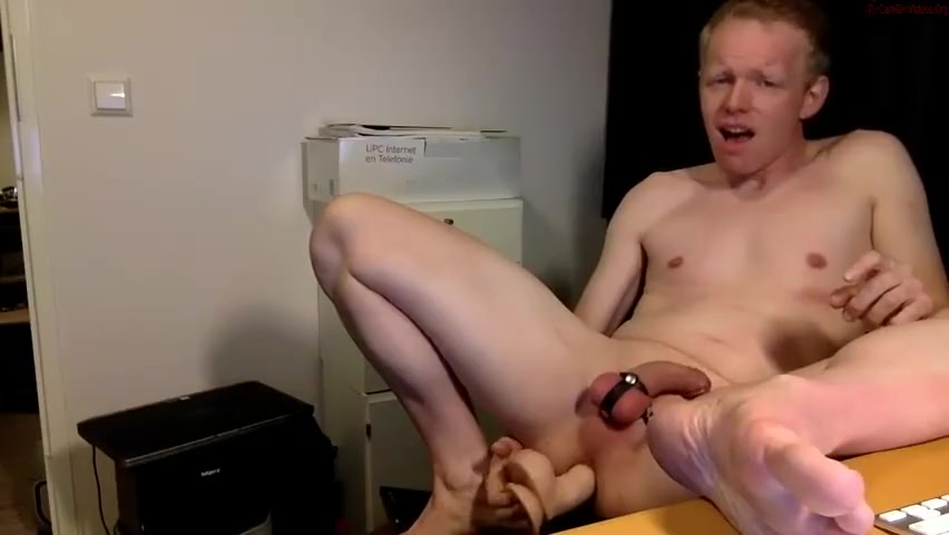 Pleasing my hole with a big dildo till I cum Good message to send on a hookup site