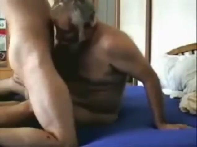 Chubby daddy play Lesbians kissing in bath