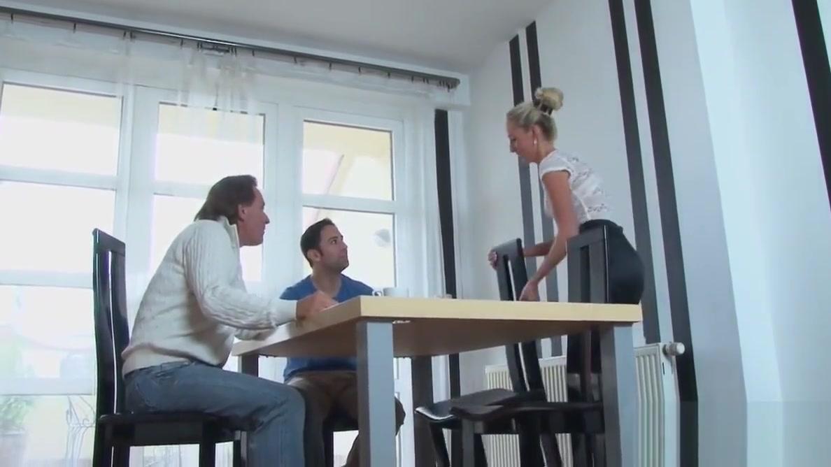 Schon blond Madchen in Nylon Gefickt Asian threesome sex videos