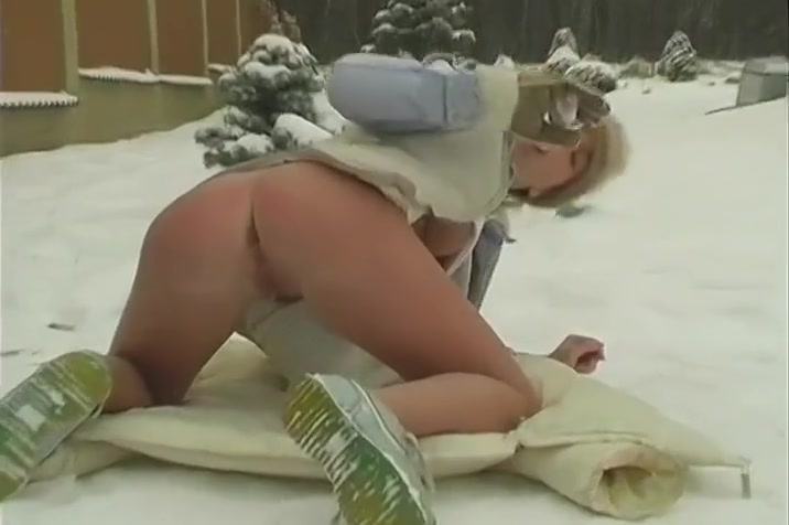 Sexy Babes Lesbian Play Outdoors In The Snow