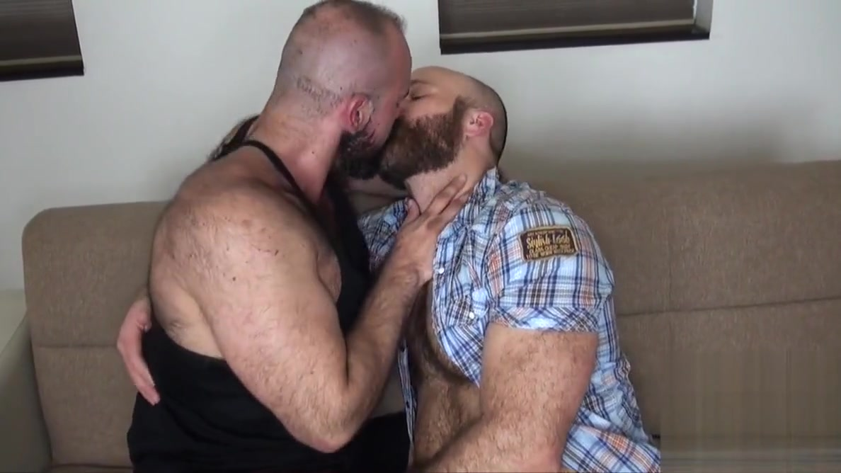 Bearded hunk Marco Bolt breeds pig Nixon Steele naked in the uk